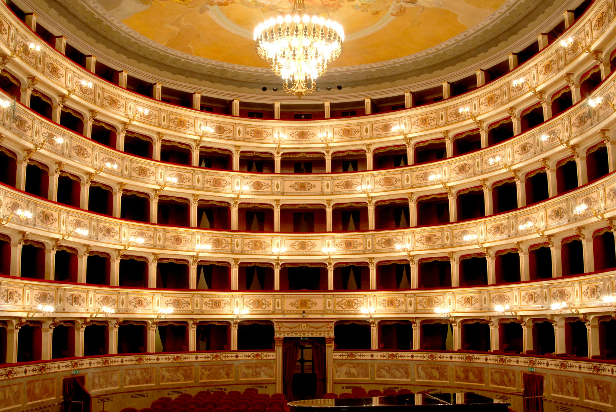 The theatre seasons in the Province of Fermo